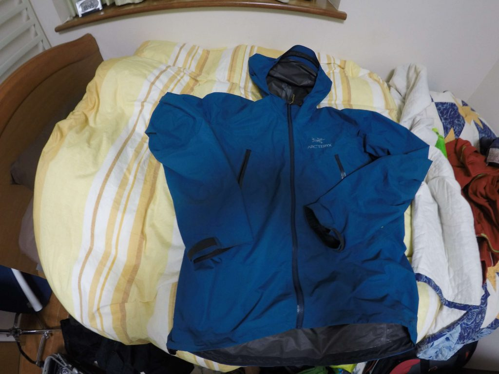 防寒と雨具を兼ね備えた上着